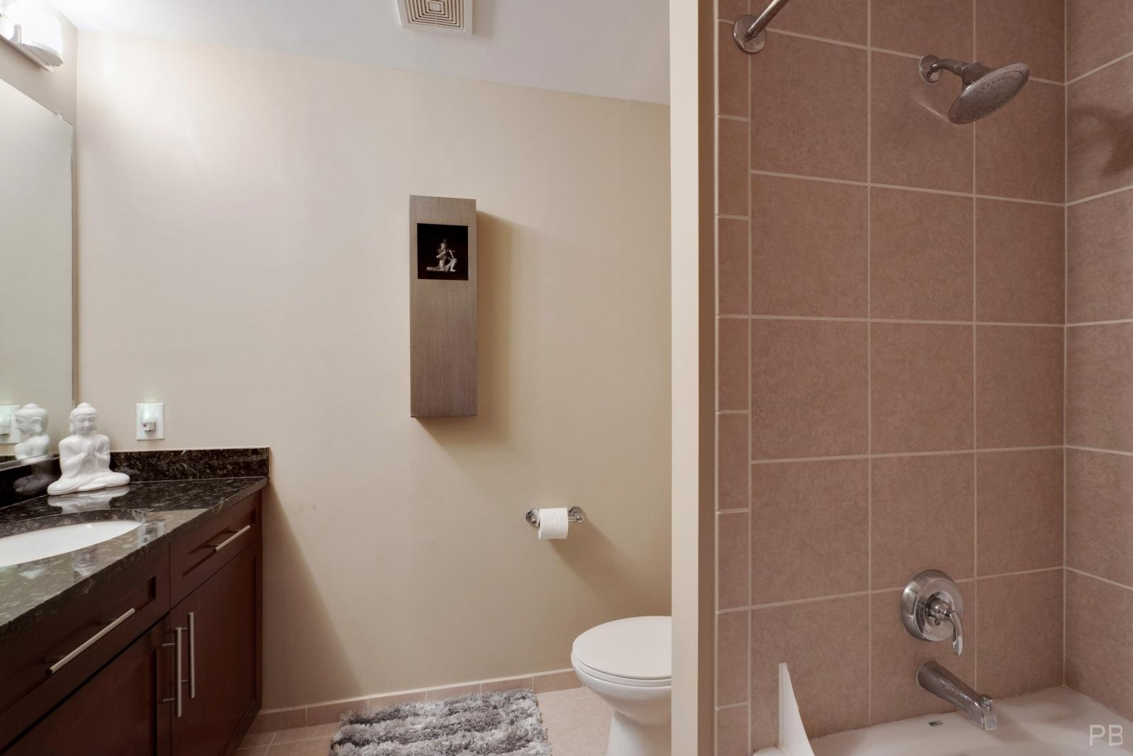2nd bedroom bathroom with upgraded tub
