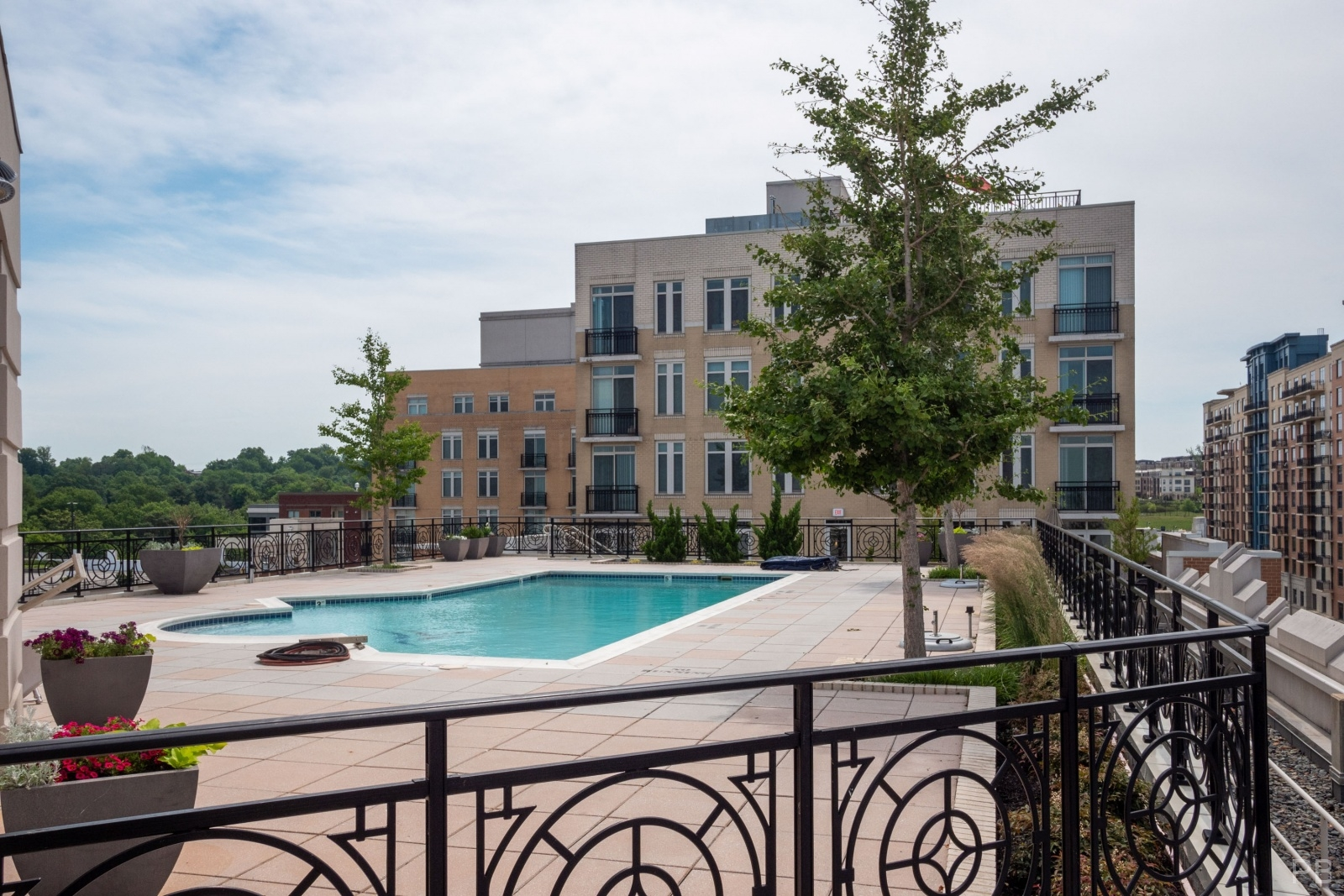 Rooftop Swimming pool for One National Harbor Condo