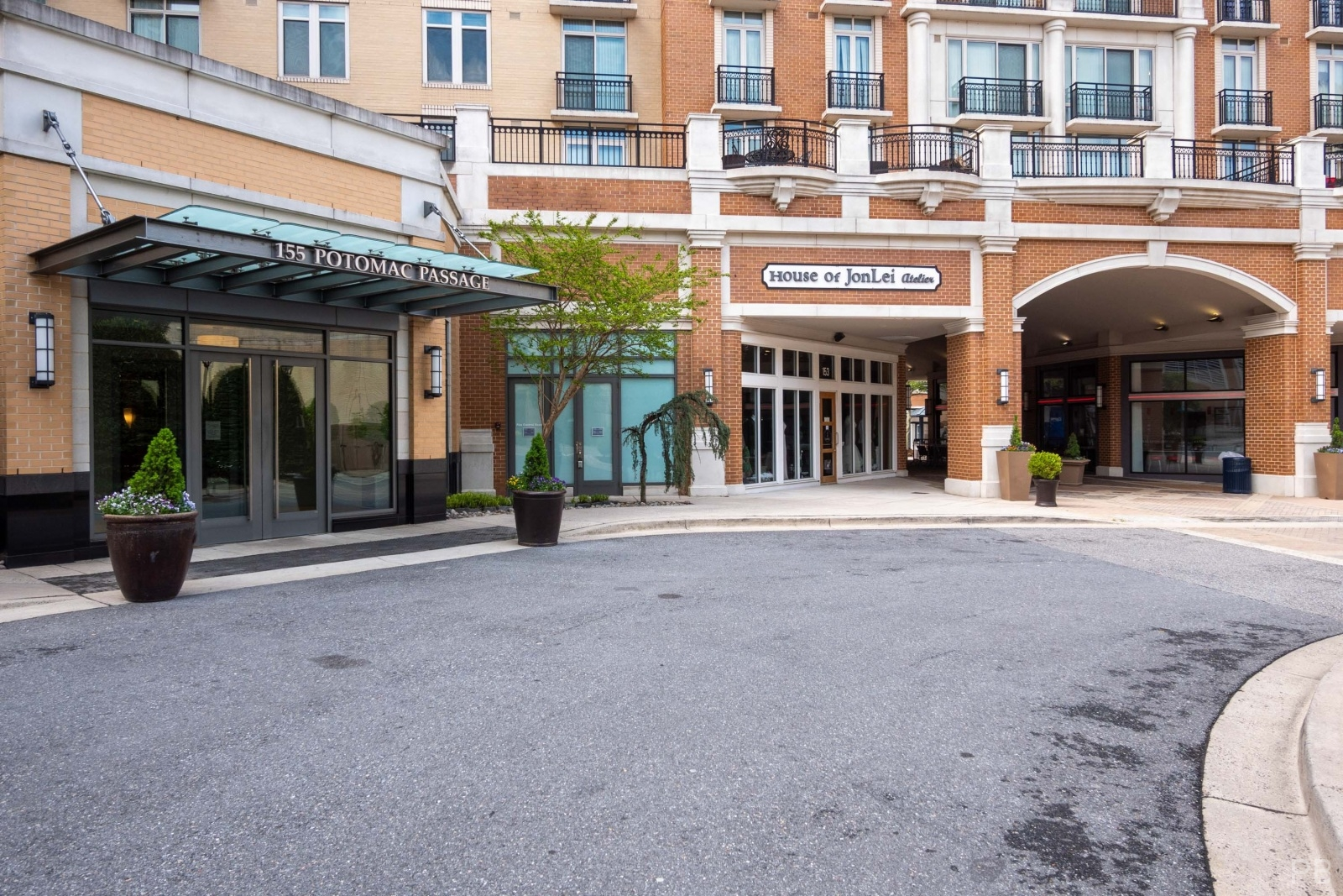 One National Harbor Condo front court